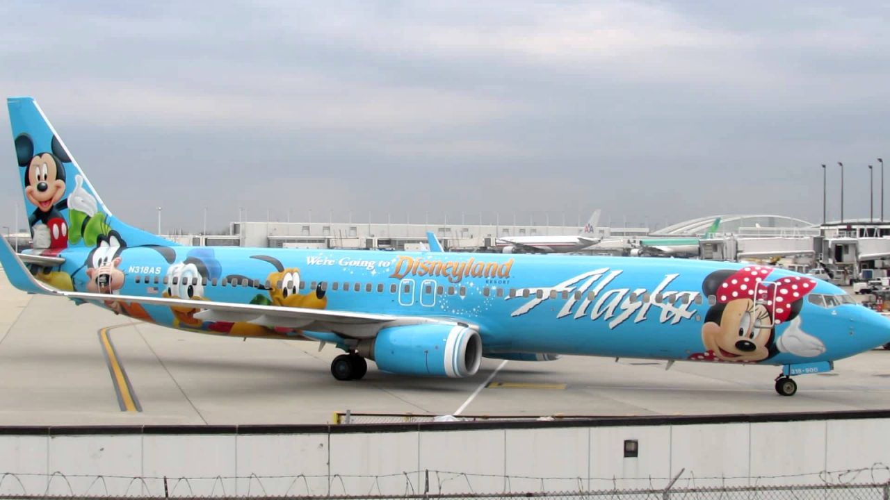 Spirit of Disneyland® II Alaska Airlines Boeing 739 taxies to Gate L1 O'Hare Int'l [10.25.2012]