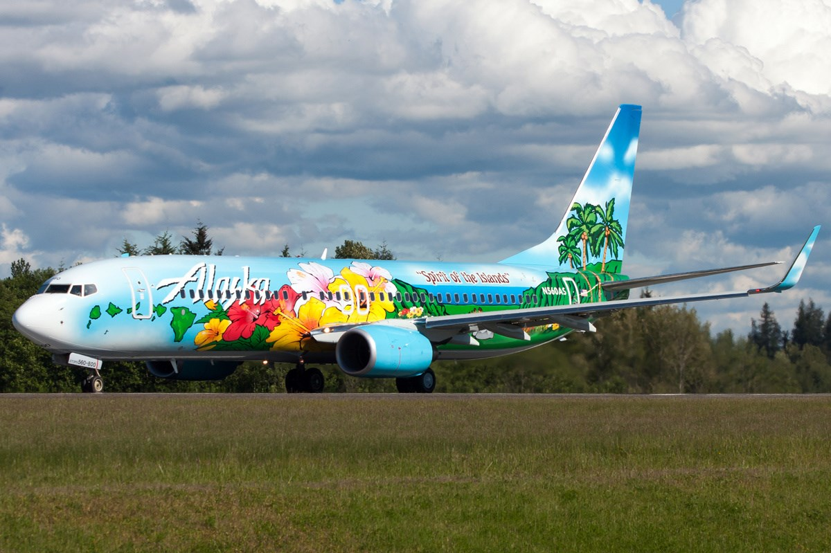 Alaska Airlines Commemorative aircraft Spirit of the Islands plane Boeing 737-800