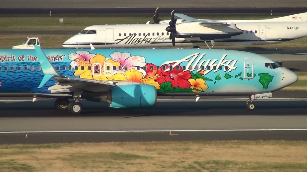 Alaska Airlines Spirit of the Islands N560AS 737-800 Takeoff Portland Airport (PDX)