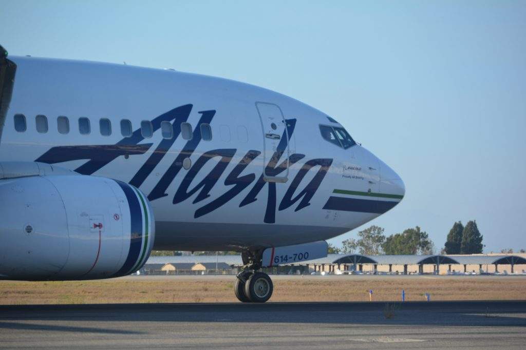 Alaska Airlines Boeing 737-790 N614AS taxiing to the gate at SNA after arriving from PDX