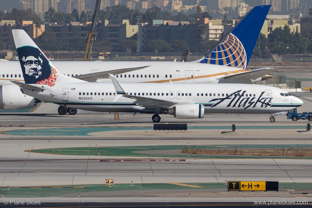 Alaska Airlines Boeing 737-800 N530AS at Los Angeles International Airport