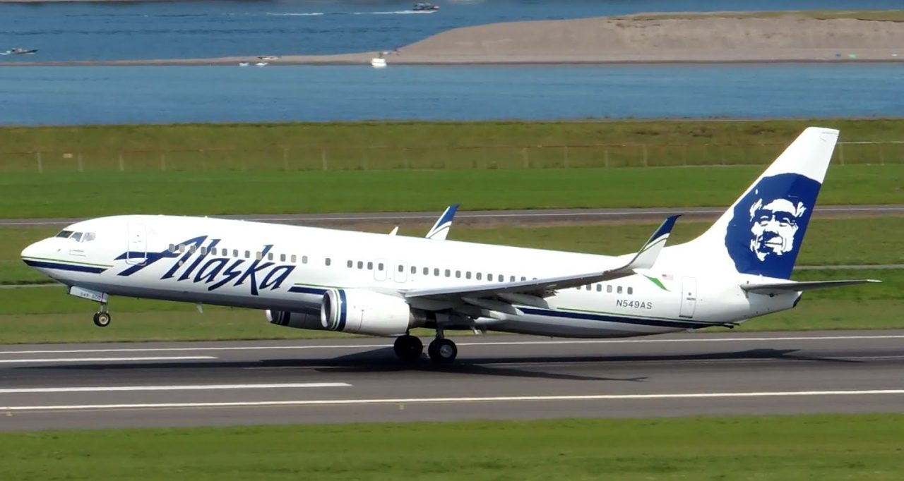 Alaska Airlines Boeing 737-800 New Livery [N549AS] landing and takeoff from PDX