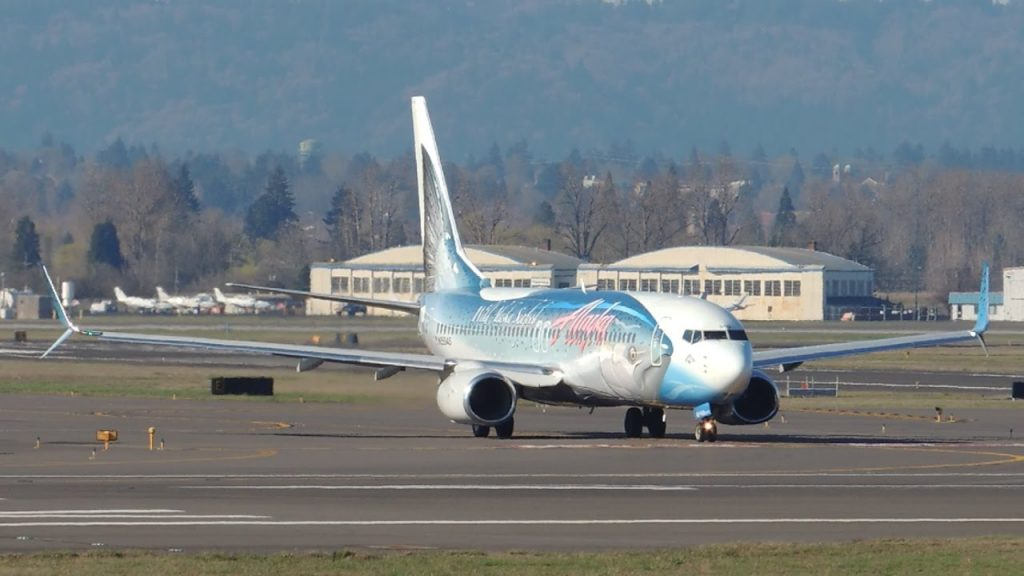 Alaska Airlines Boeing 737-800 Salmon Thirty Salmon II [N559AS] takeoff from PDX