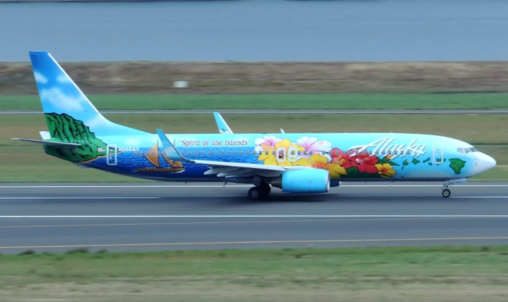 Alaska Airlines Boeing 737-800 Special Livery Spirit of the Islands [N560AS] takeoff from PDX