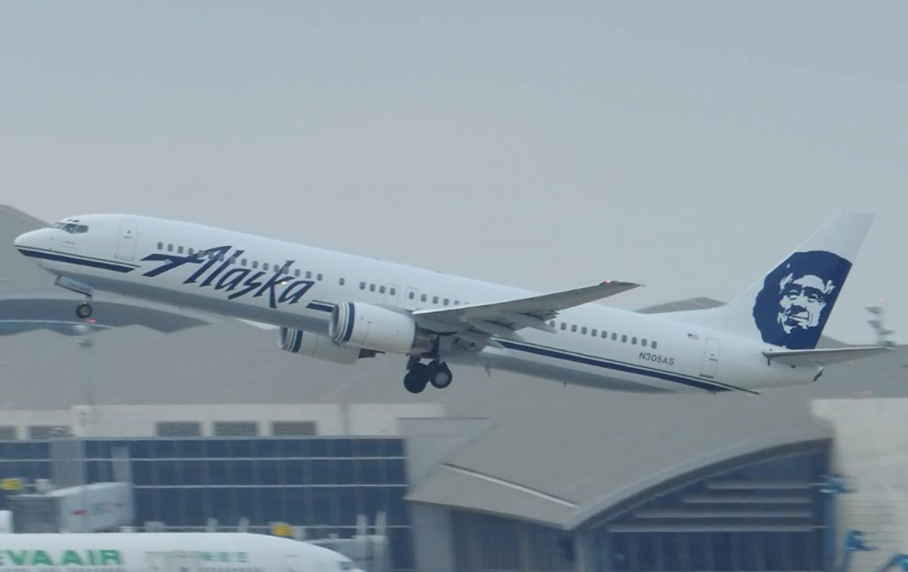 Alaska Airlines Boeing 737-900 [N305AS] takeoff from LAX