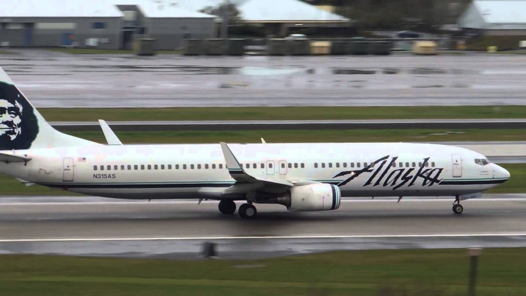 Alaska Airlines Boeing 737-900 [N315AS] takeoff from PDX
