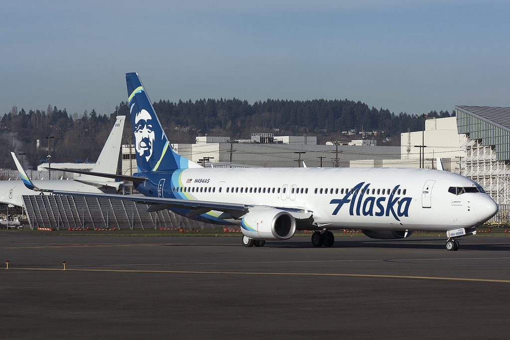 Alaska Airlines Boeing 737-900ER N494AS Taxiing