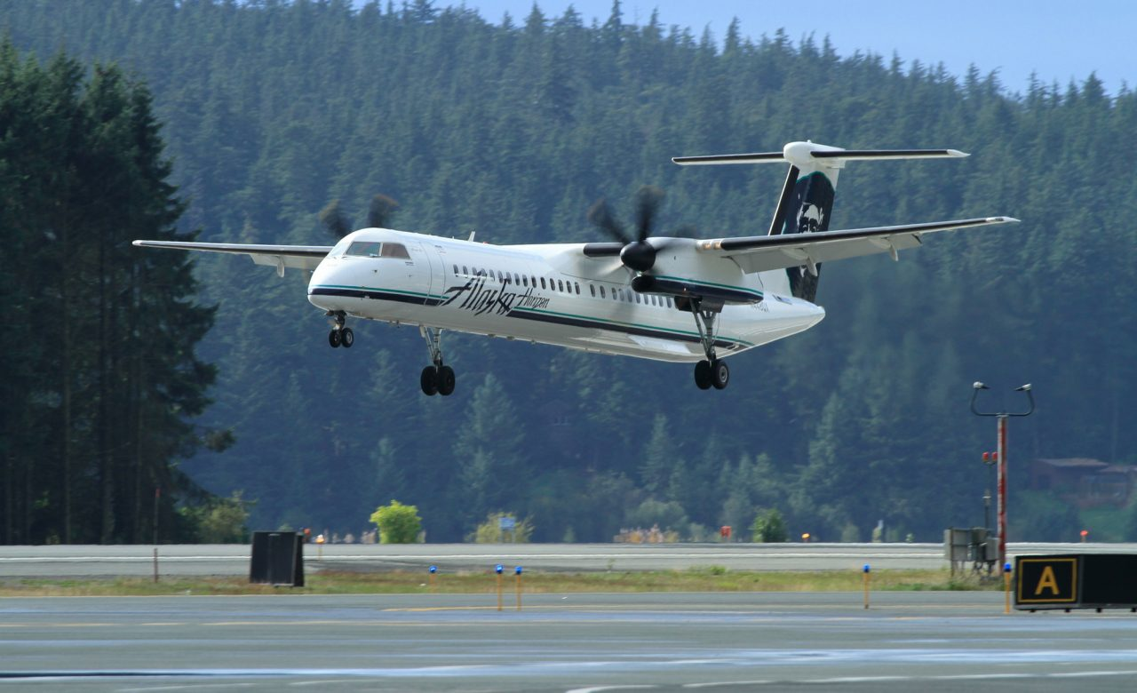 Alaska Airlines Bombardier Dash 8-Q400 landing in its namesake state - Photo- AirlineReporter.com