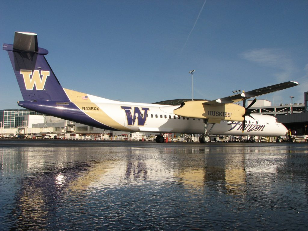 Alaska Airlines Bombardier Dash 8-Q400 painted in Washington Huskies livery
