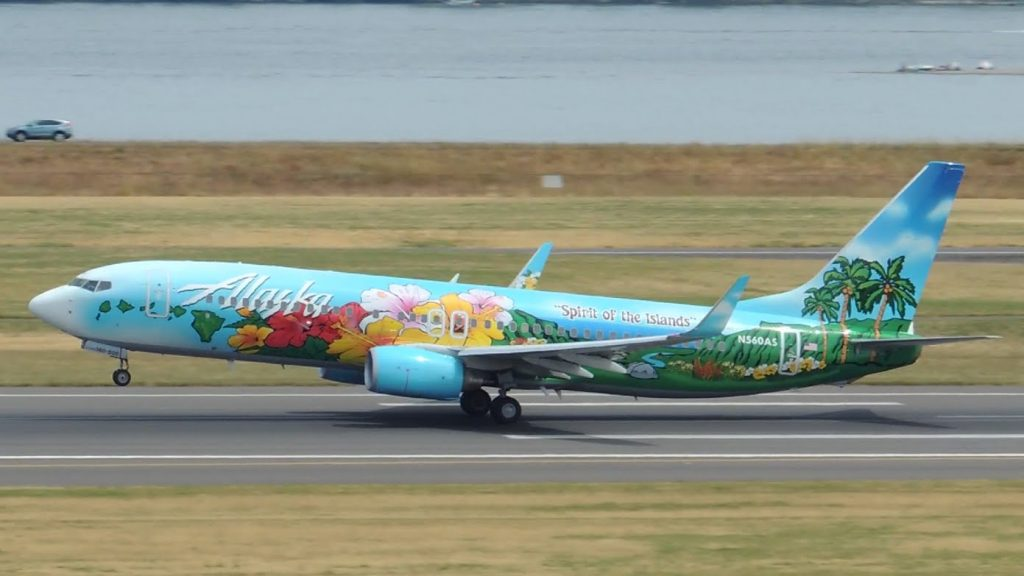 Alaska Airlines Fleet Boeing 737-800 Spirit of the Islands Livery [N560AS] takeoff from PDX
