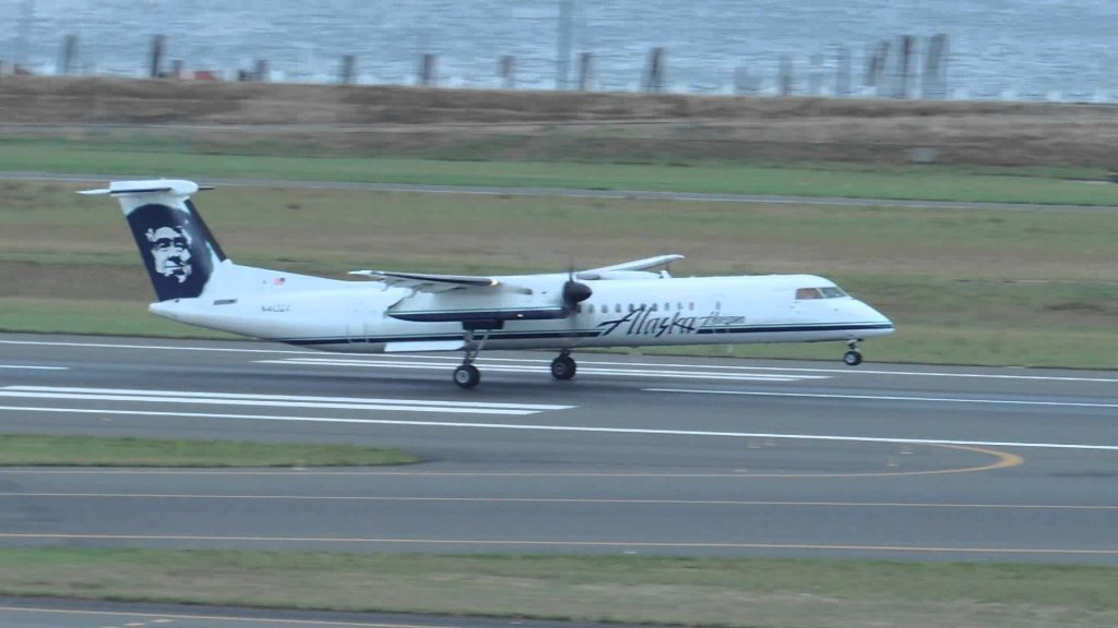 Alaska Airlines (Horizon Air) Bombardier DHC 8 Q400 [N410QX] takeoff from PDX