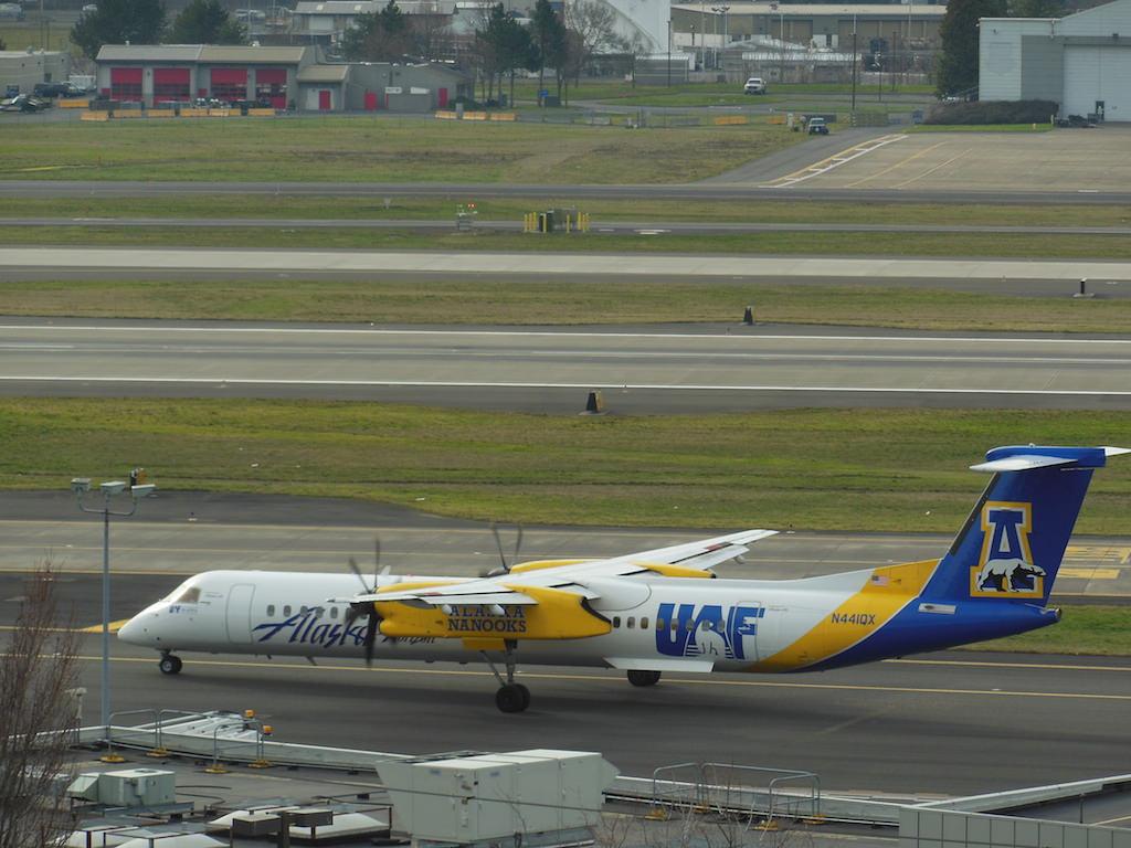 Alaska Airlines (Horizon) Bombardier Dash 8-Q400 N44IQX at PDX - University of Alaska Fairbanks Nanooks livery