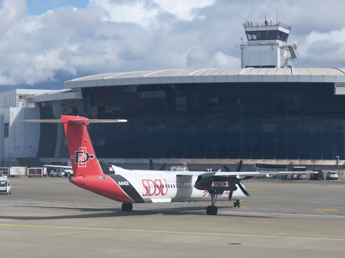 Alaska Airlines (Horizon) Bombardier Dash 8-Q400 Sand Diego State University Aztecs Special Livery Colors