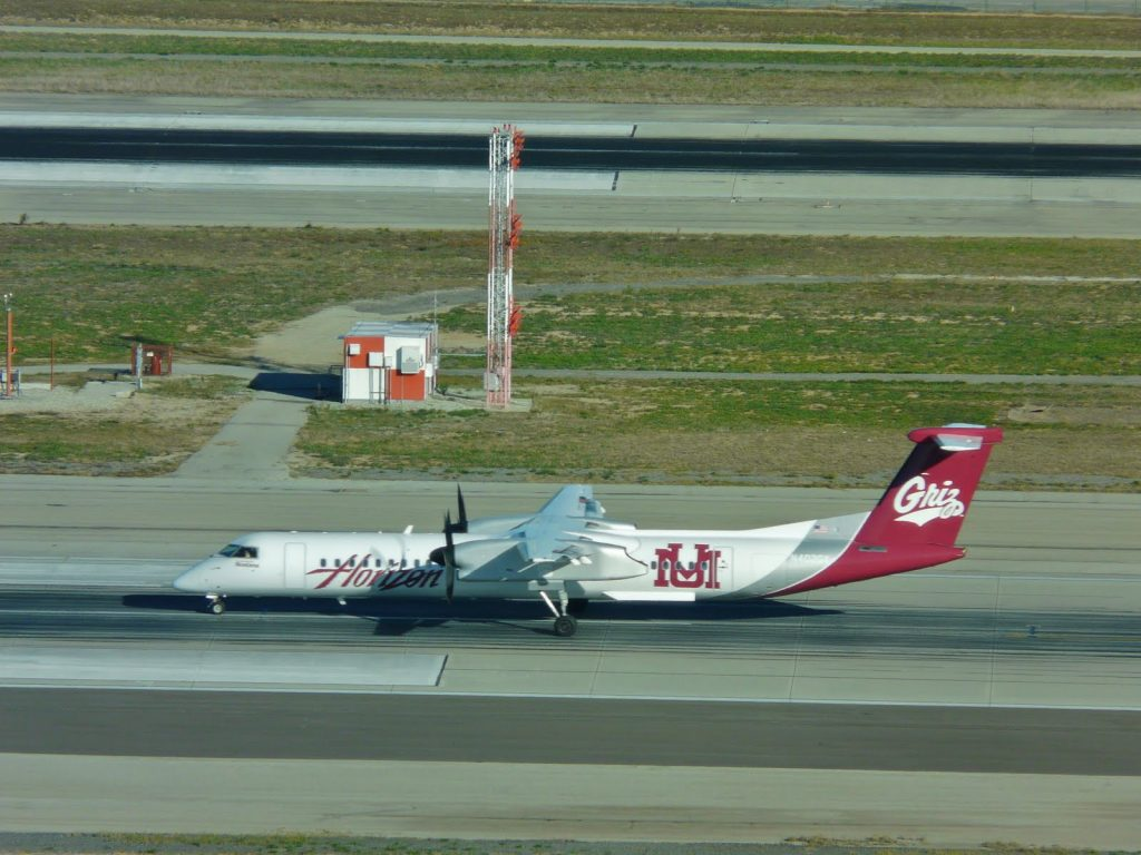 Alaska Airlines (Horizon) Turboprop Aircraft Bombardier Dash 8-Q400 University of Montana Grizzlies [N402QX] Color Scheme