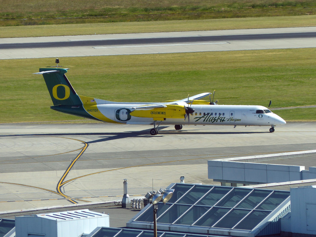 Alaska Airlines (Horizon) University of Oregon Ducks Livery N407QX Dash 8 Q400 Vancouver