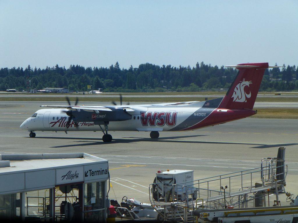 Alaska Airlines (Horizon) WSU Cougars Livery Bombardier Q400 Plane