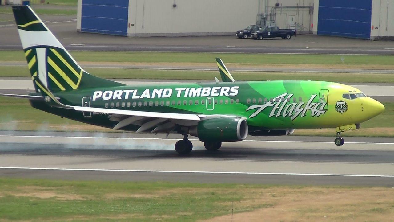 Alaska Airlines Portland Timbers N607AS 737-700 Landing Portland Airport (PDX)