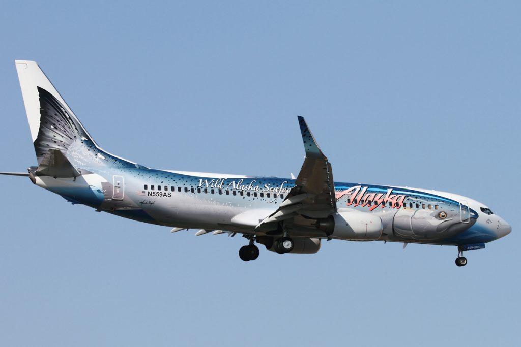 Alaska Airlines Salmon Thirty Salmon II plane Boeing 737-800 landing in Seattle