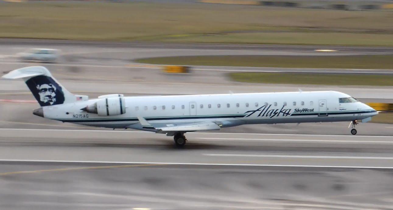 Alaska Airlines (SkyWest) Bombardier CRJ-700 [N215AG] landing in PDX
