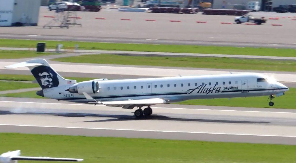 Alaska Airlines (SkyWest) Bombardier CRJ-700 [N218AG] landing in PDX