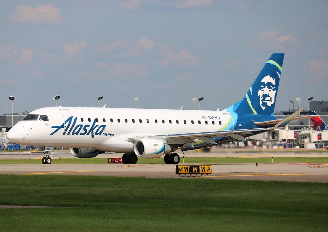 Alaska Airlines (SkyWest) Embraer 175 taxiing at KMSP Minneapolis−Saint Paul International Airport