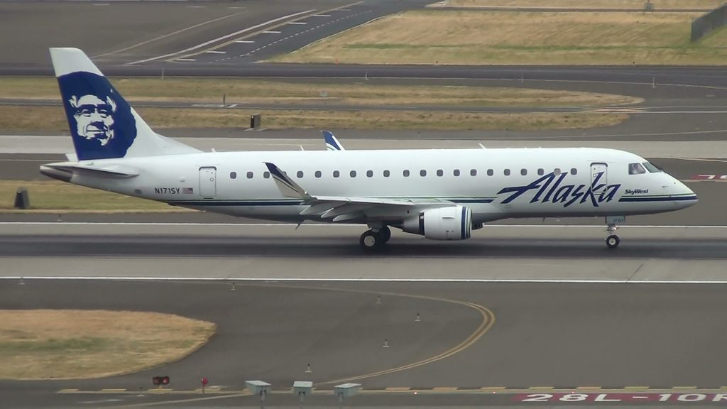 Alaska Airlines (SkyWest) N171SY ERJ-175 Takeoff Portland Airport (PDX)
