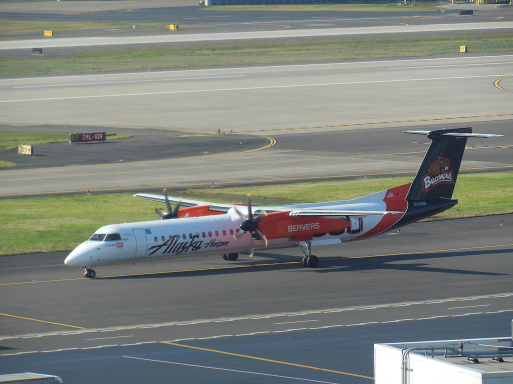 Alaska Airlines (horizon) aircraft Bombardier dash 8-Q400 OSU Beavers Special Livery painting