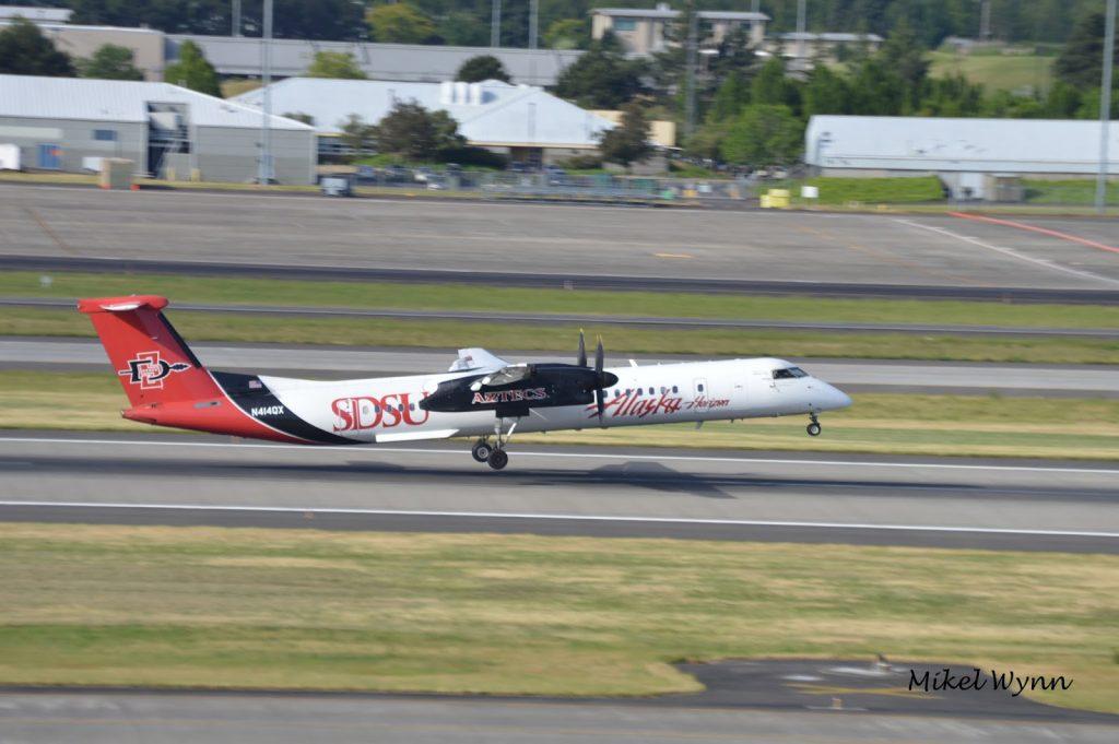 Alaska Horizon Air Bombardier DHC-8-402 Q400 (N414QX) in San Diego State University Aztecs colors rotating from 28L