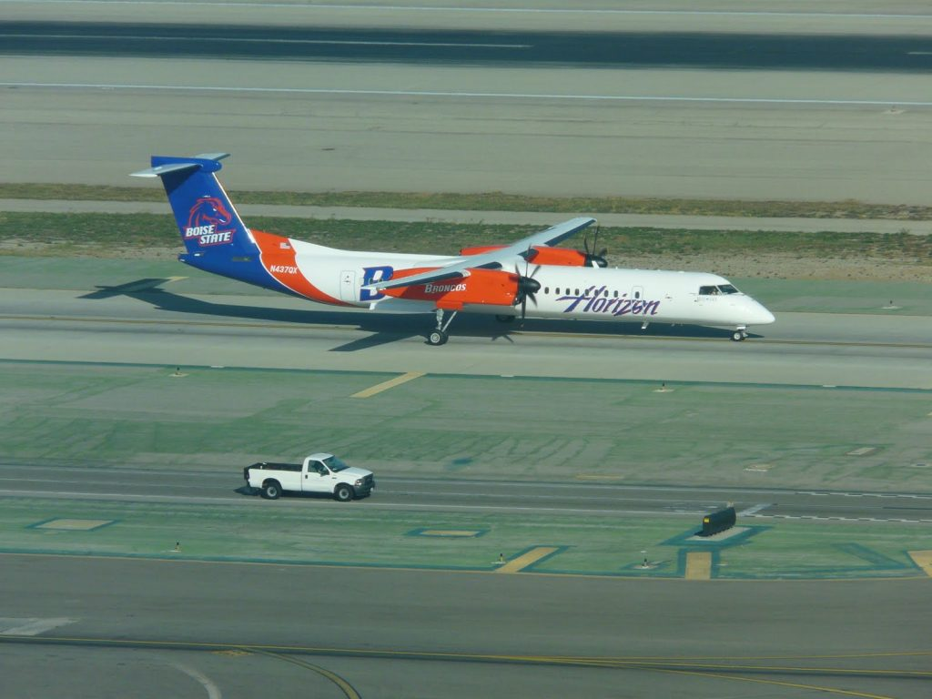 Alaska Horizon Air Bombardier Dash 8-Q400 Boise State University Broncos Livery at LAX