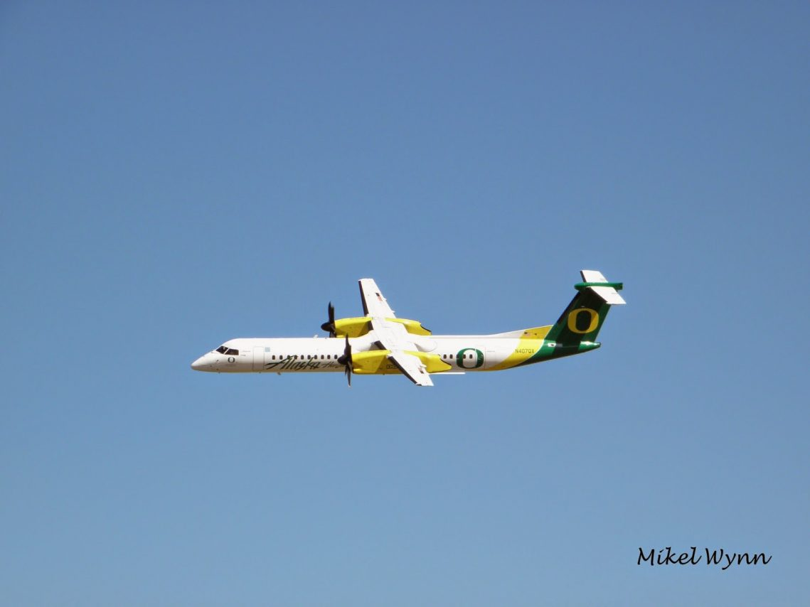 Alaska Horizon Air's De Havilland Canada DHC-8-401Q Dash 8 Q400 (N407QX) in University of Oregon Ducks livery doing a fly-by @Mikel Wynn