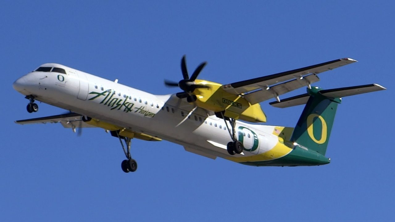 Alaska Horizon Bombardier Q400 Oregon Ducks Landing at San Jose International Airport