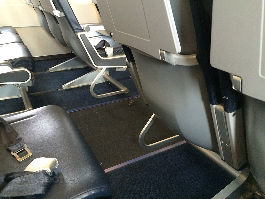 Allegiant Air Airbus A319-111 Seat Pitch Design photos @SANspotter