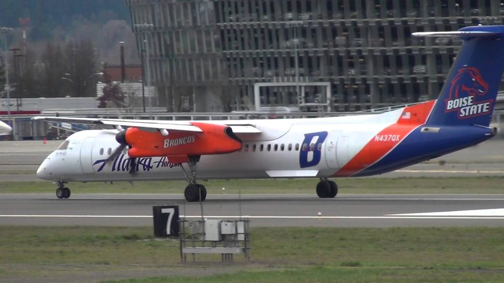 Boise State University Broncos Alaska Airlines Bombardier Dash 8-Q400 [N437QX] Takeoff Portland Airport (PDX)
