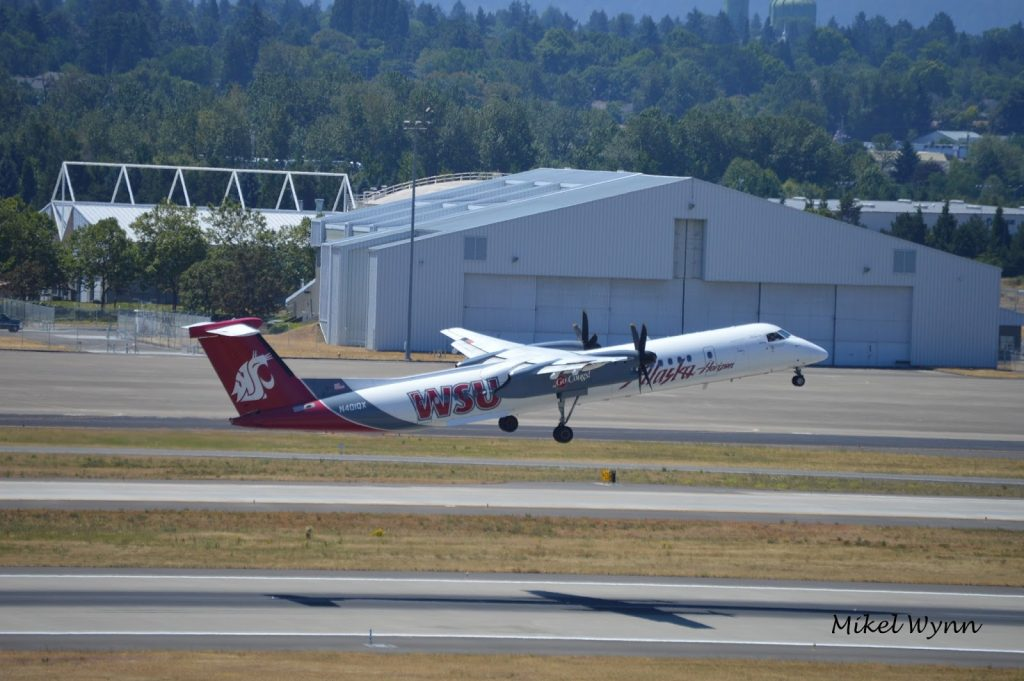 Horizon Air Bombardier DHC-8-402 Dash 8 Q400 (N401QX) in Washington State University Cougars livery departing via 28L @Mikel Wynn