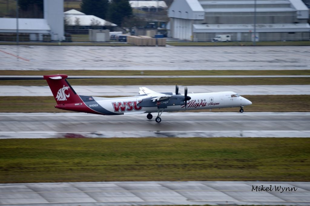 Horizon Air (d:b:a Alaska Airlines) Bombardier DHC-8-402 Dash 8 Q400 (N401QX) in the Washington State University Cougars livery rotating on 28L @Mikel Wynn
