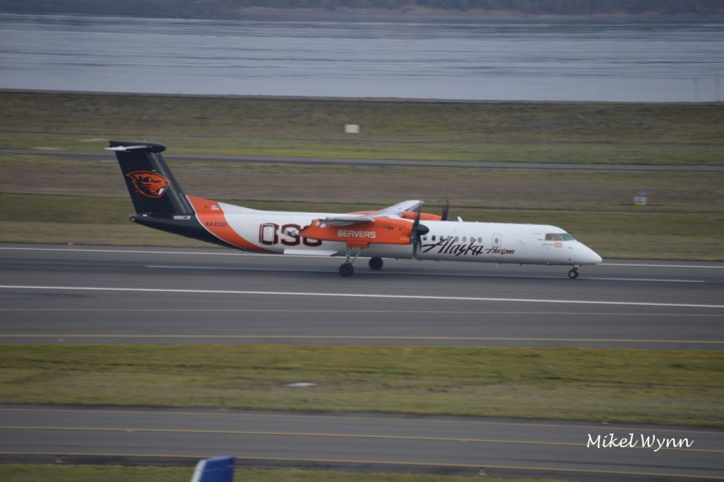 Horizon Air (d:b:a Alaska Airlines) Bombardier DHC-8-402 Dash 8 Q400 (N440QX) in the Oregon State University Beavers livery departing on 10L as QXE2354 @Mikel Wynn
