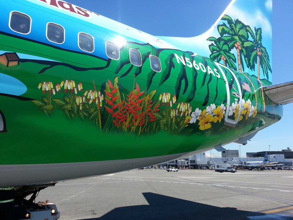 N560AS Alaska Airlines 737-890 Spirit of the Islands