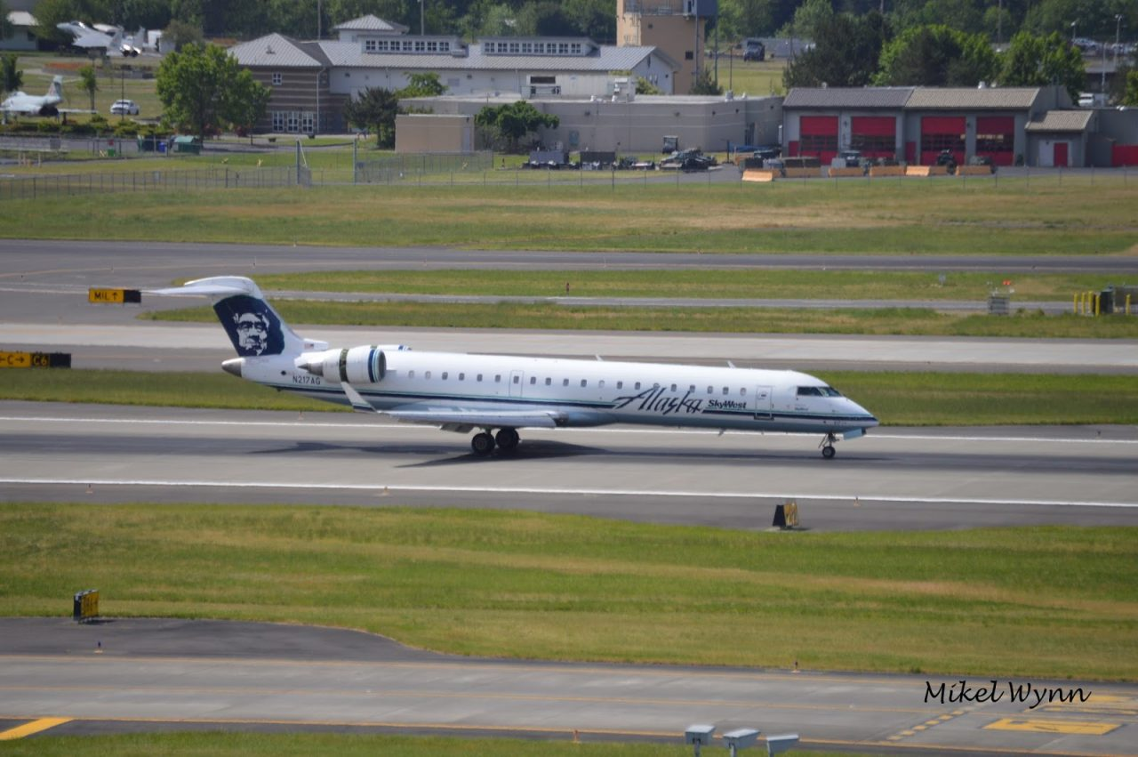 SkyWest Airlines (d:b:a Alaska Airlines) Bombardier CL-600-2C10 CRJ-700 (N217AG) arriving on 28L as SKW3465 from Ontario, CA @Mikel Wynn