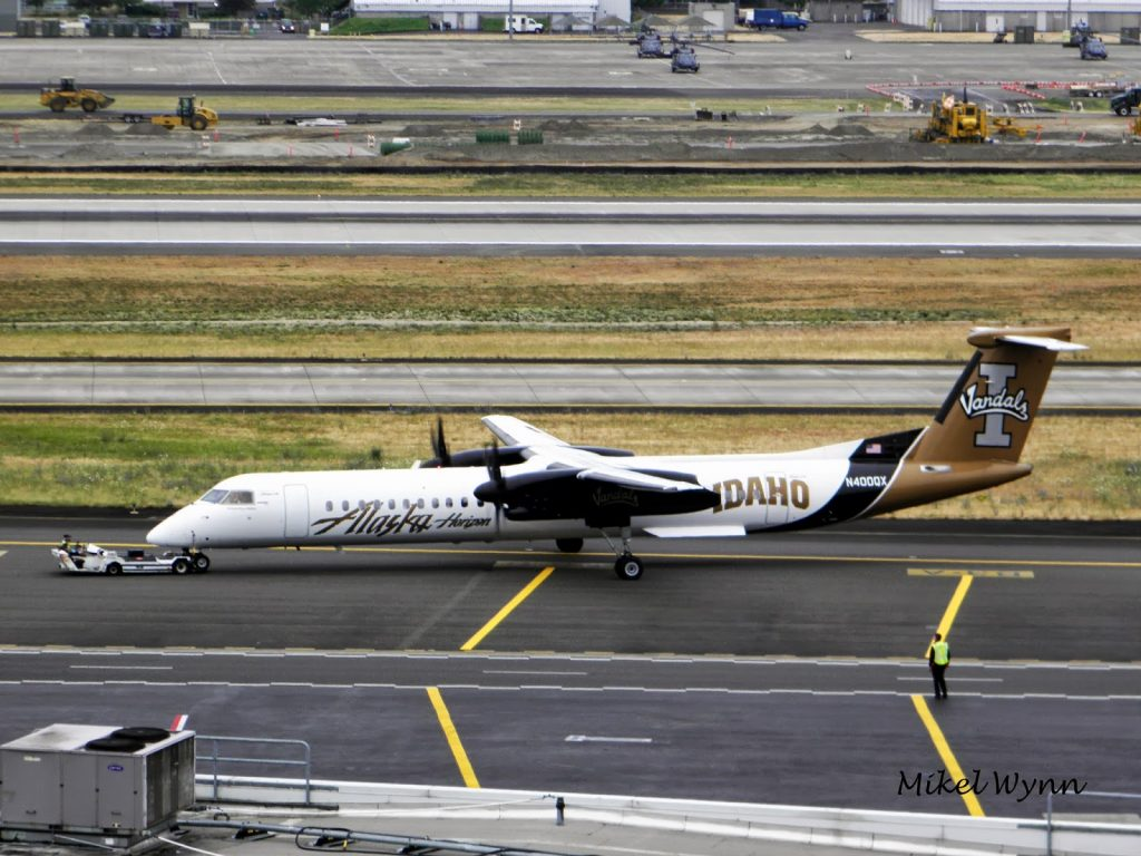 Special Livery- Alaska Airlines:Horizon Air De Havilland Canada DHC-8-402Q Dash 8 Q400 (N400QX) in the University of Idaho 'Vandals' special paint scheme @Mikel Wynn