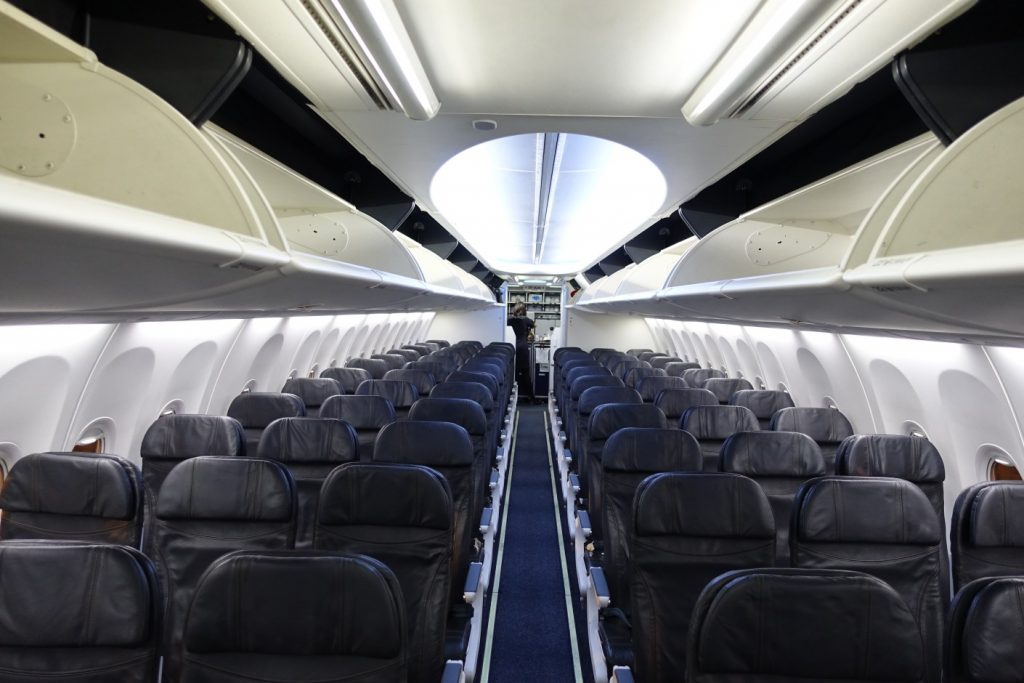 alaska airlines boeing 737-900 economy cabin has 165 seats arranged in a 3-3 pattern