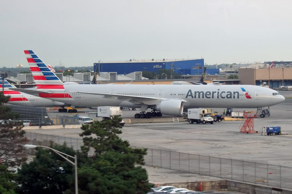 AAL931 American Airlines 777-300ER B77W N725AN Photos