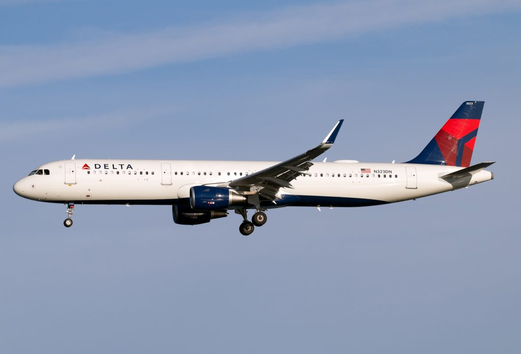 Airbus A321-211SL Delta Air Lines F-WZMH N323DN (MSN 7672)
