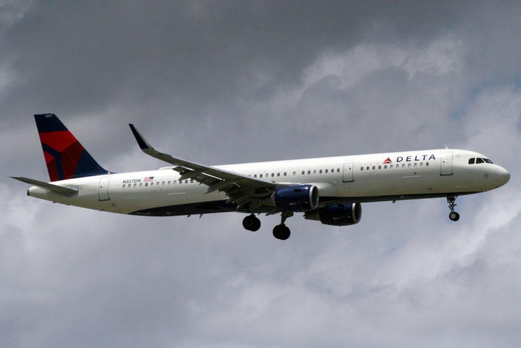 Airbus A321-211(SL) (N327DN) Delta Air Lines Narrow Body Fleet Photos