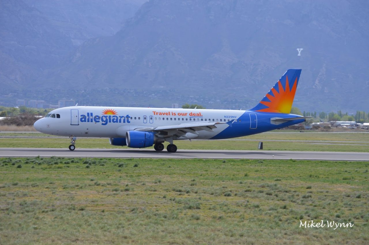 Allegiant Air Airbus A320-214 (N229NV) arriving on 31 as AAY132 from Phoenix-Mesa @Mikel Wynn