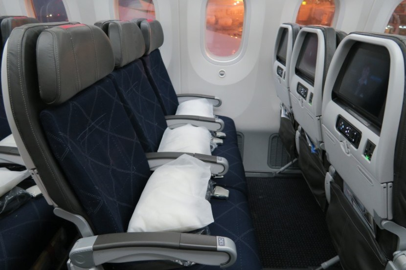 American Airlines 787-8 Dreamliner Main Cabin Extra seats