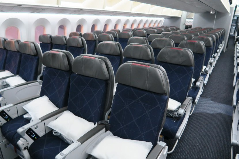 American Airlines 787-8 Dreamliner Main Cabin Extra section and standard economy seats