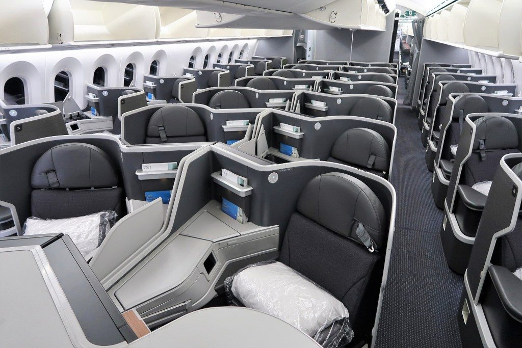 American Airlines 787-9 (789) Dreamliner business class cabin
