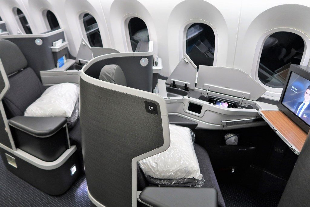American Airlines 787-9 (789) Dreamliner business class seat 1A privacy shield