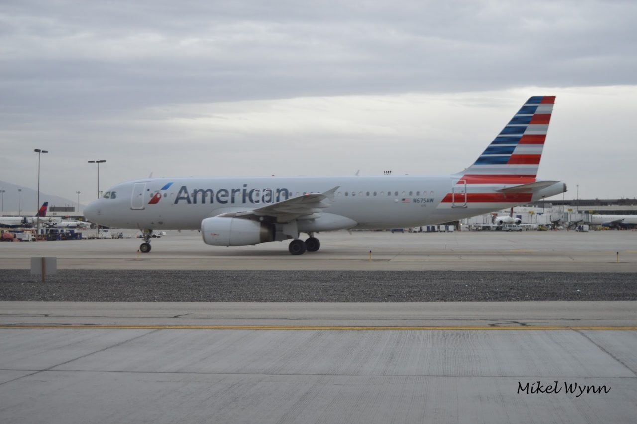 American Airlines Airbus A320-232 (N675AW) taxiing to the terminal after arrival from Phoenix as AAL450 @Mikel Wynn