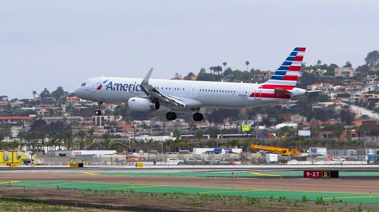 American Airlines Airbus A321-200(WL) Landing San Diego